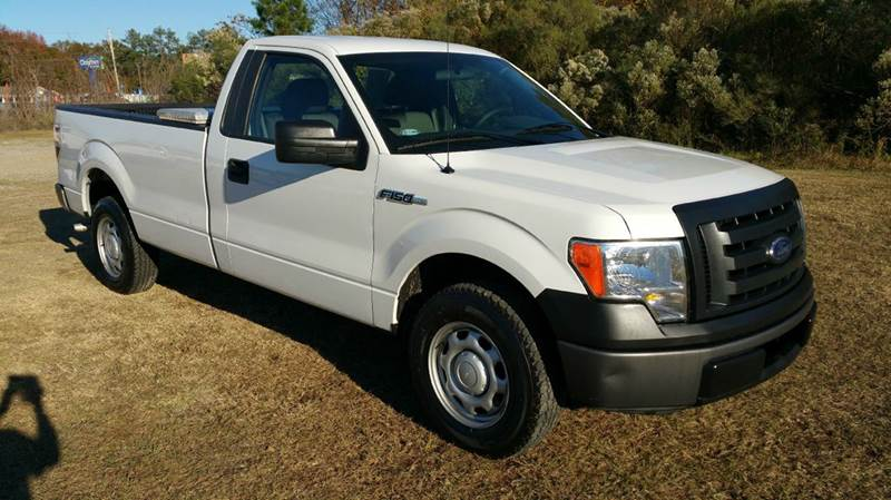 2010 FORD F-150 XL 4X2 2DR REGULAR CAB STYLESIDE white looking for a half ton truck that will wor