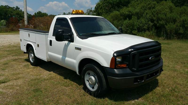 2006 FORD F250 XL SD SERVICE TRK 2DR REG CAB white this truck has a really nice knapheide service