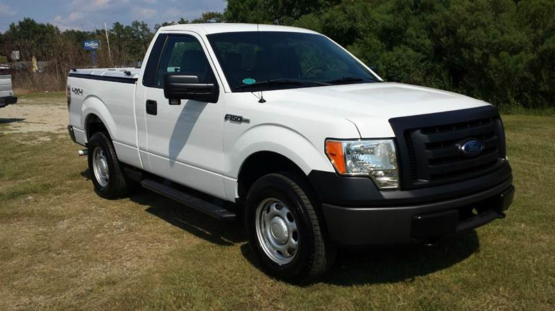 2011 FORD F-150 XL 4X4 2DR REGULAR CAB STYLESIDE white this is a super clean super sharp truck
