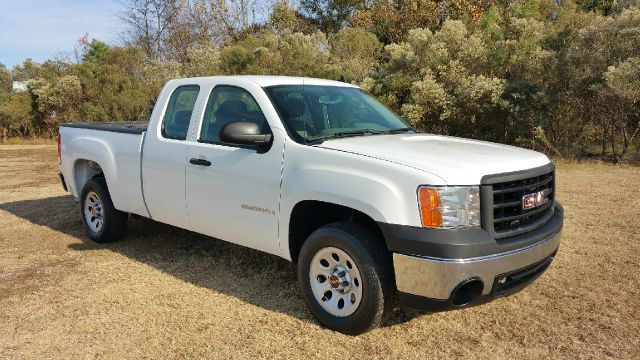 2008 GMC SIERRA 1500 2WD 4DR EXTENDED CAB SB white this truck has got the look pretty white pain