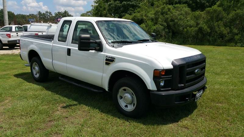 2009 FORD F-250 SUPER DUTY XL 4X2 4DR SUPERCAB 68 FT SB P white this is a really nice 4dr exten