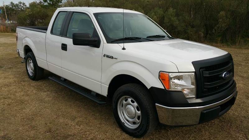 2013 FORD F-150 XL 4X2 4DR SUPERCAB STYLESIDE 6 white looking for a great truck with out a massi