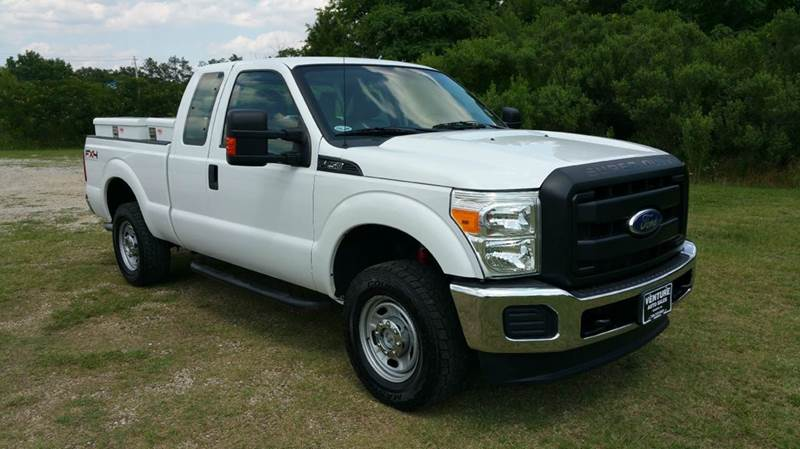 2011 FORD F-250 SUPER DUTY XL 4X4 4DR SUPERCAB 68 FT SB P white this truck has got the look f