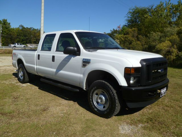 2008 FORD F-250 SUPER DUTY FX4 4DR CREW CAB 4WD LB white this truck was built to work hard for you