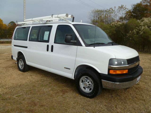 2006 CHEVROLET EXPRESS 3500 CARGO VAN white extra nice adrian steel shelves  drawers on both side