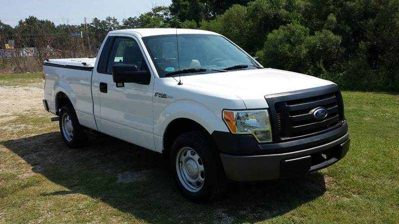 2010 FORD F-150 XL 4X2 2DR REGULAR CAB STYLESIDE white looking for a great truck thats clean w