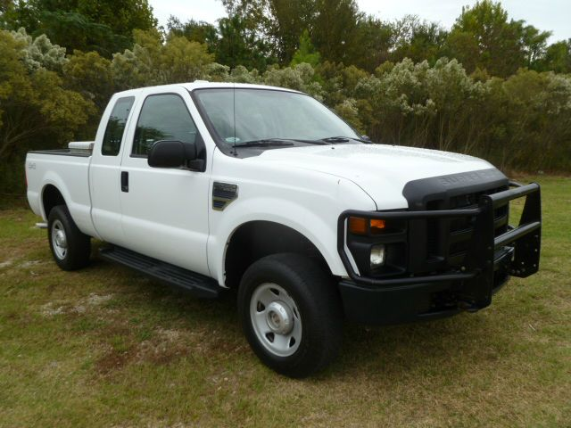2008 FORD F250 XL SUPERCAB 4WD white this truck not only looks great it runs great too perfect