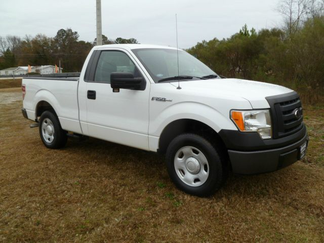2009 FORD F150 XL 2WD white this truck is ready to work hard for you  it will look good doing it