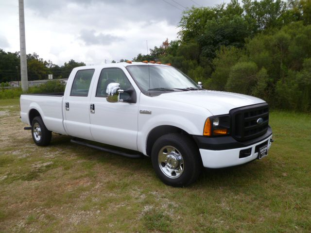 2007 FORD F-250 SUPER DUTY XL 4DR CREW CAB LB white looking for a heavy duty truck that can seat 6