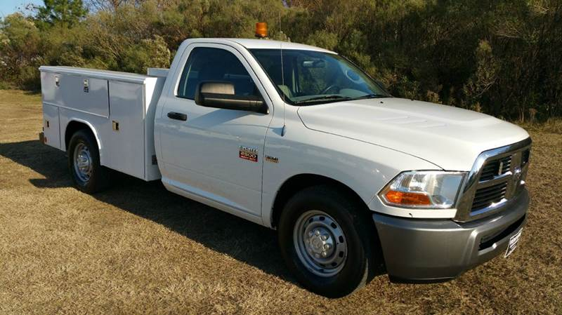 2011 DODGE RAM 2500 SERVICE TRK 2DR white nice reading service body that can hold all your tools