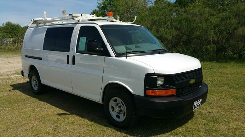 2008 CHEVROLET 1500 EXPRESS AWD CARGO 3DR white cargo van with awd is extremely rare really nic