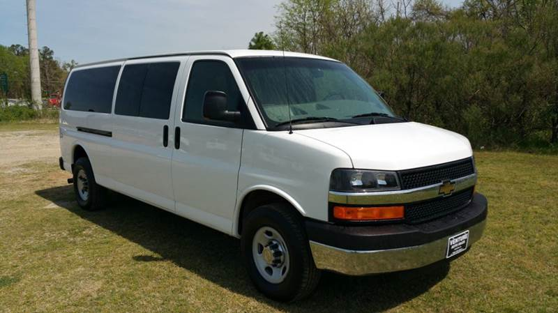 2013 CHEVROLET EXPRESS PASSENGER LT 3500 3DR EXTENDED PASSENGER V white do you have a large famil