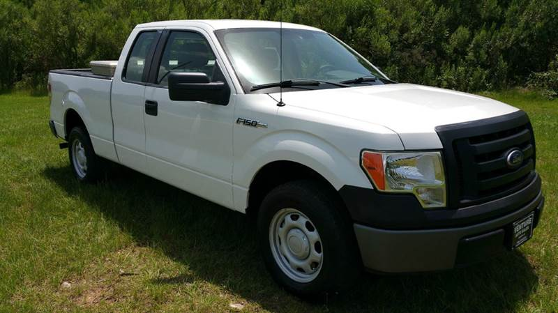 2010 FORD F-150 XL 4X2 4DR SUPERCAB STYLESIDE 6 white this is a base model truck with all the ni