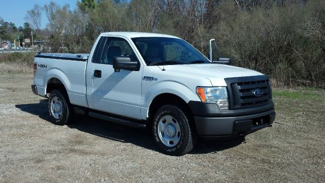 2009 FORD F150 XL 65-FT BED 4WD white this truck has the look extra sharp inside  out diamo