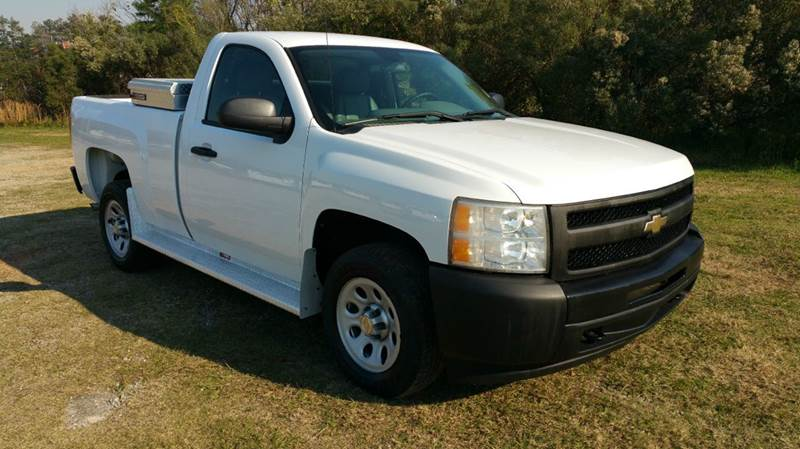 2009 CHEVROLET SILVERADO 1500 4X2 2DR REGULAR CAB 65 FT SB white not only does this truck get g