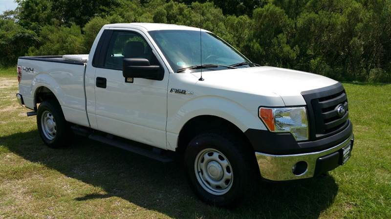 2012 FORD F-150 XL 4X4 2DR REGULAR CAB STYLESIDE white super sharp looking truck with chrome bum