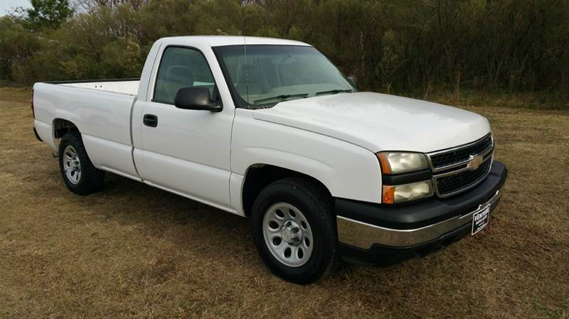 2006 CHEVROLET SILVERADO 1500 LS 2DR REGULAR CAB 8 FT LB white looking for an older truck that h