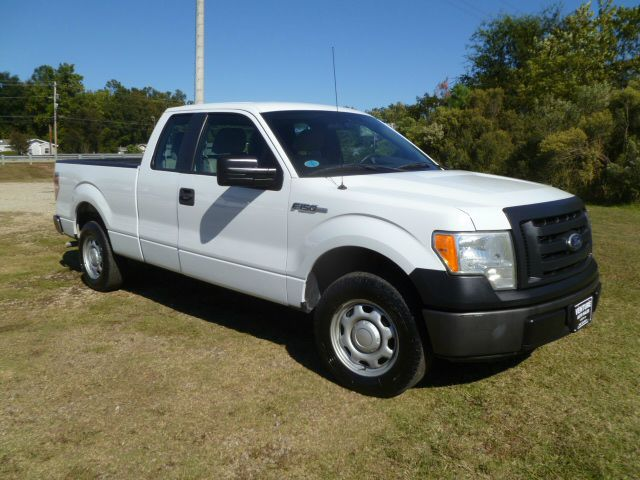 2010 FORD F-150 XL 4X2 4DR SUPERCAB SHORT BED white a like new truck without the new price exten