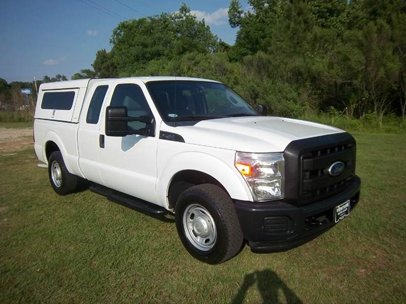 2011 FORD F-250 SUPER DUTY XL 4X2 4DR SUPERCAB 68 FT SB P white looking for a truck that will w