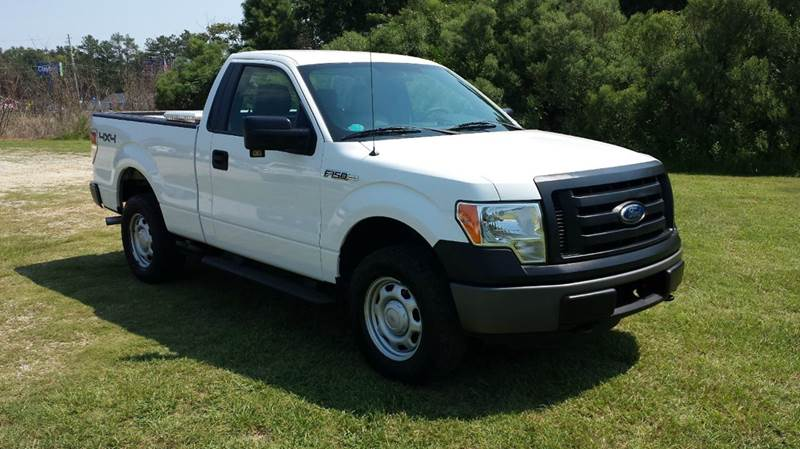 2011 FORD F-150 XL 4X4 2DR REGULAR CAB STYLESIDE white looking for a great hunting truck that is