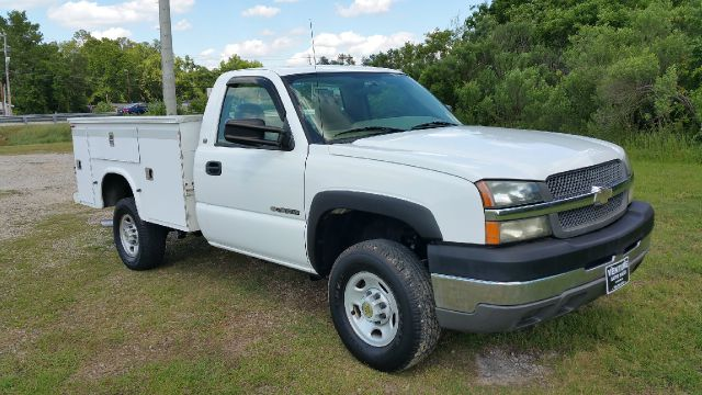 2004 CHEVY 2500 HD SERVICE TRUCK 2WD 2DR LONG BED white really nice knapheide service body with a