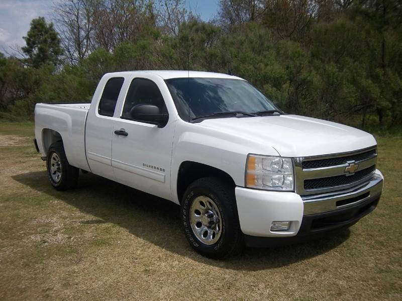 2011 CHEVROLET SILVERADO 1500 LT 4X2 4DR EXTENDED CAB 65 FT white this truck is super sharp  e