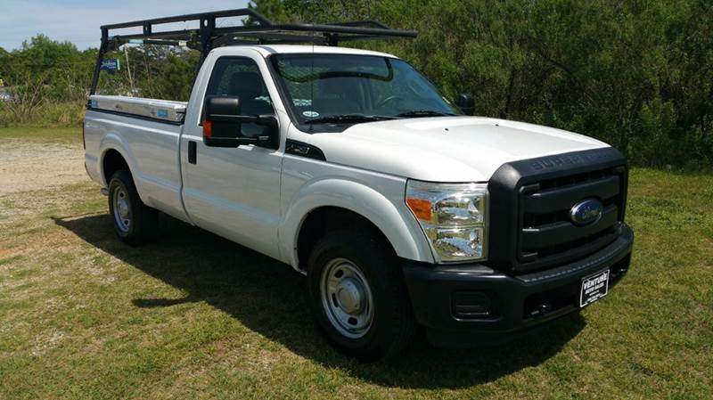 2012 FORD F-250 SUPER DUTY XL 4X2 2DR REGULAR CAB 8 FT LB white this truck was built to work har