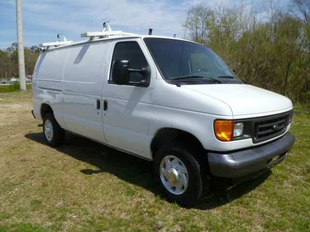 2007 FORD ECONOLINE E-250 CARGO VAN white interior shelves that can hold your tools  supplies n