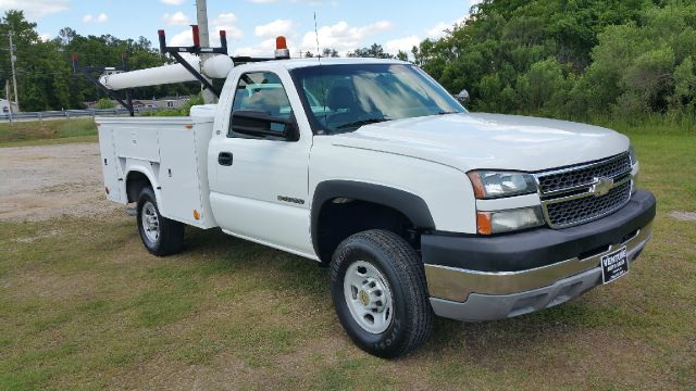 2005 CHEVROLET 2500 HD SERVICE TRUCK 2DR 2WD SILVERADO white knapheide service body with flip top