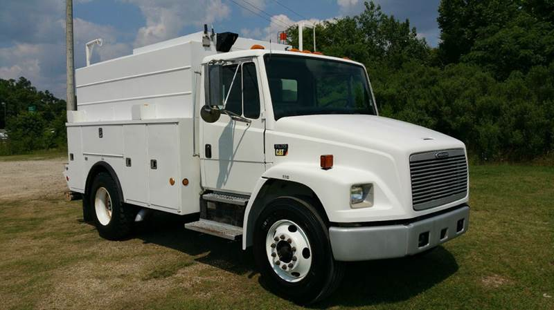 2002 FREIGHTLINER FL 70 ENCLOSED SERVICE TRK 2DR ENCLOSED SERVICE TRK white if you need a workhor