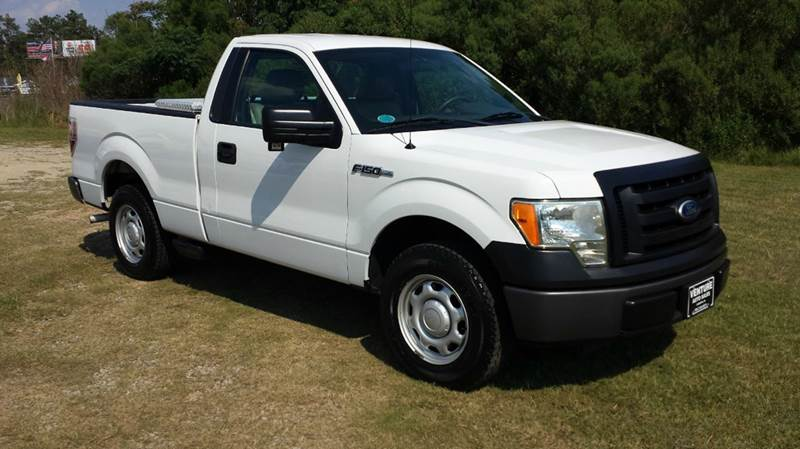 2010 FORD F-150 XL 4X2 2DR REGULAR CAB STYLESIDE white this is a really sweet truck with very low