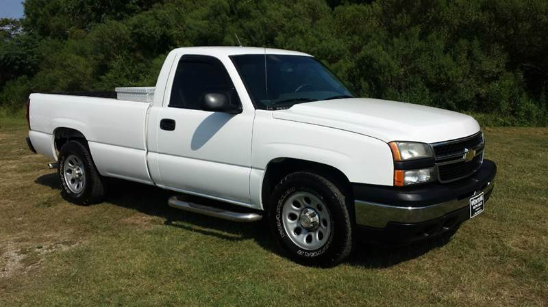 2006 CHEVROLET SILVERADO 1500 LS 2DR REGULAR CAB 8 FT LB white for an older truck this truck is