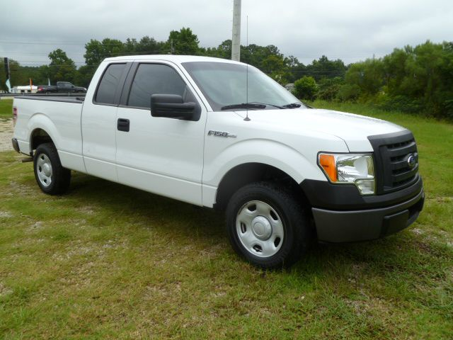2009 FORD F150 XL SUPERCAB 65-FT BED 2WD white this truck looks good  will look good while its