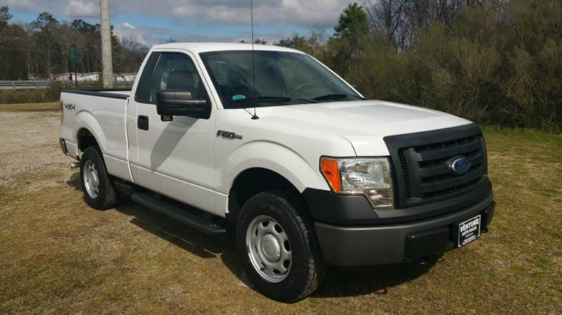 2010 FORD F-150 XL 4X4 2DR REGULAR CAB STYLESIDE white this truck will make you a great hunting t