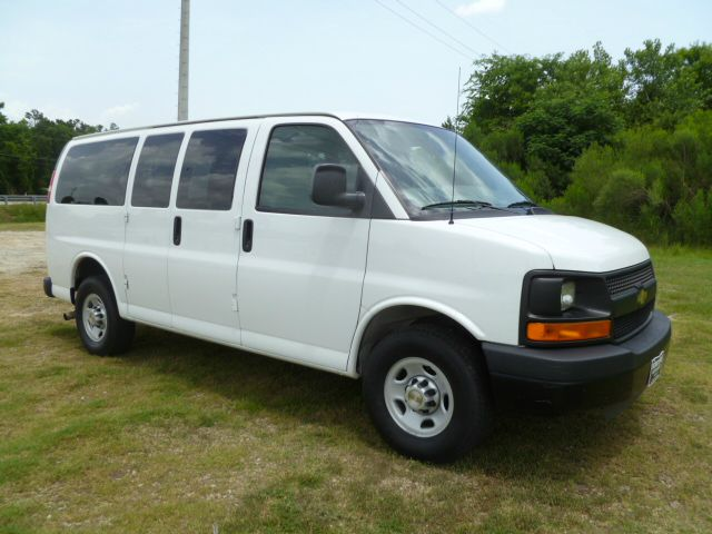 2011 CHEVROLET EXPRESS LS 2500 12 PASS VAN white 12 passenger van for those large family trips r