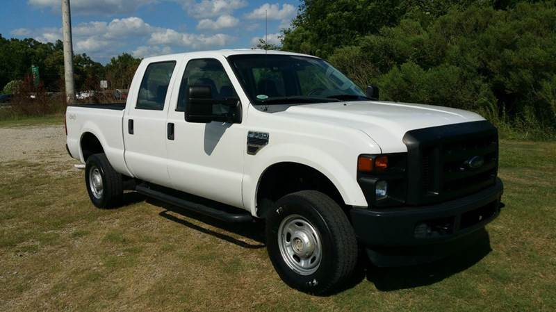 2010 FORD F-350 SUPER DUTY XL 4X4 4DR CREW CAB 68 FT SB S white this truck with the 68 v10 is