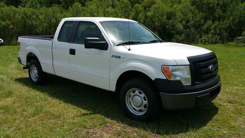 2011 FORD F-150 XL 4X2 4DR SUPERCAB STYLESIDE 6 white if you want a like new truck with out a ne