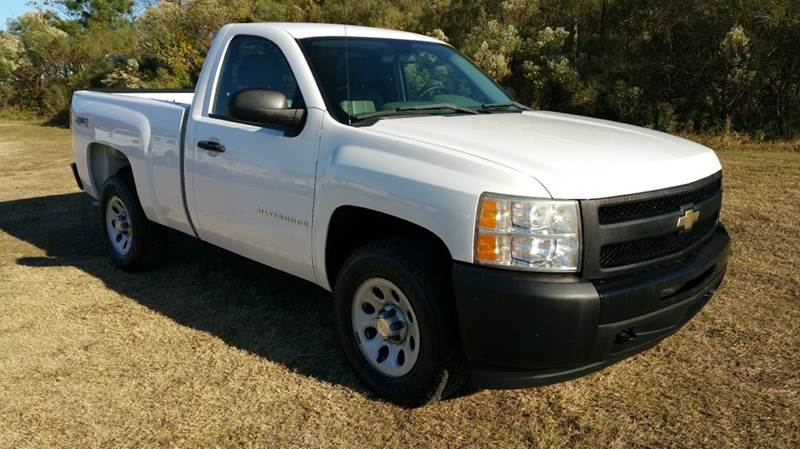 2009 CHEVROLET SILVERADO 1500 4X4 2DR REGULAR CAB 65 FT SB white looking for a great hunting tr