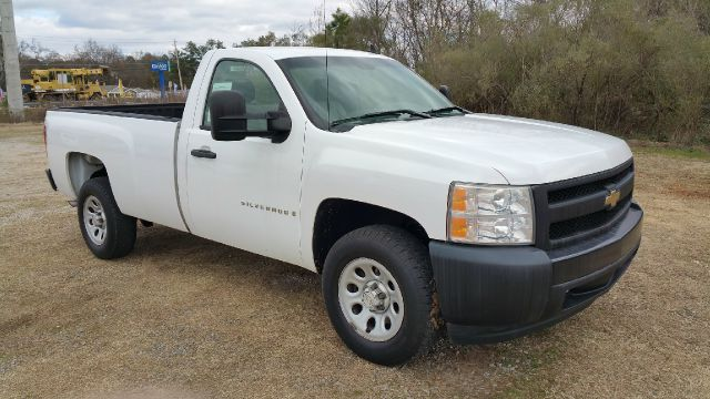 2007 CHEVROLET SILVERADO 1500 2DR REGULAR CAB 8 FT LB white 48 v8 is better on gas regular cab