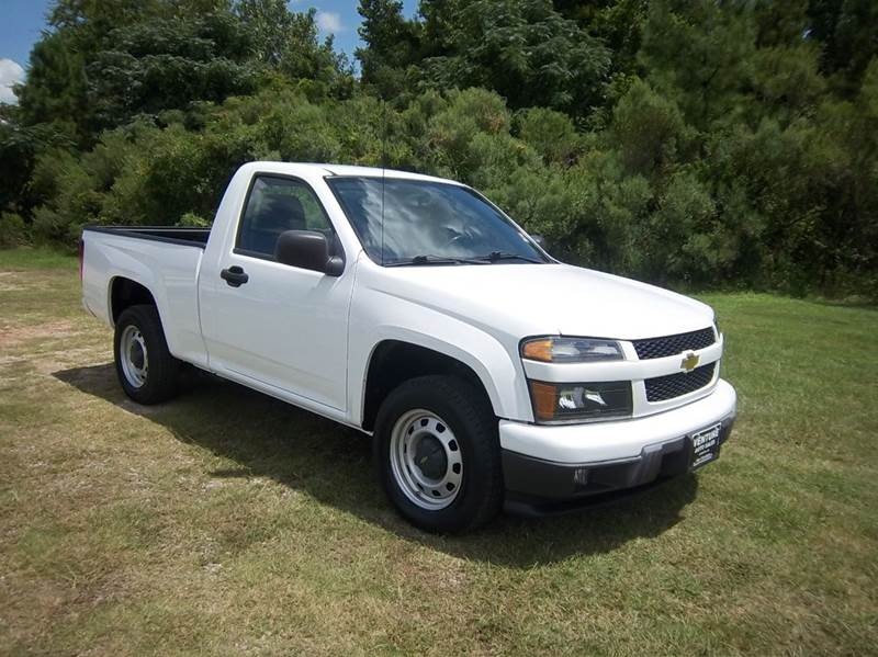 2012 CHEVROLET COLORADO 4X2 2DR REGULAR CAB white looking for a truck that can do light loads  i