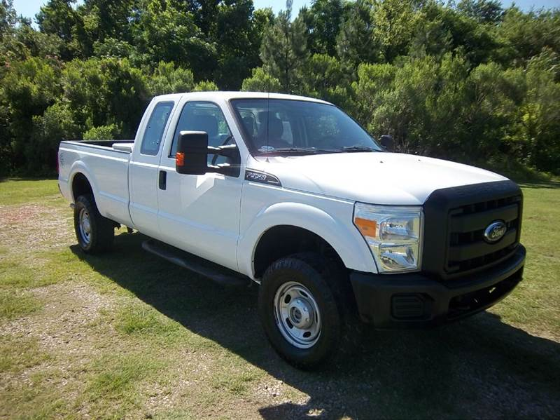 2011 FORD F-350 SUPER DUTY XL 4X4 4DR SUPERCAB 8 FT LB SRW white looking for a tough heavy duty