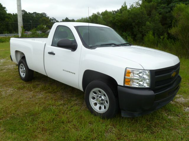 2011 CHEVROLET SILVERADO 1500 REG CAB 2WD white extra clean  great on gas v6 long bed reg cab