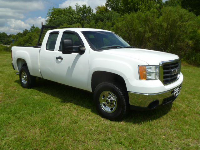 2008 GMC SIERRA 2500HD SLE 4WD 4DR EXTENDED CAB SB white this is one sharp looking truck 4wd sho