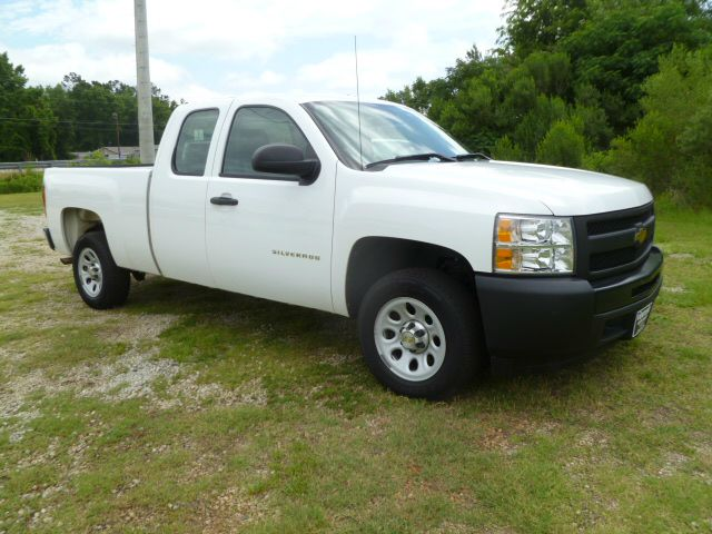 2010 CHEVROLET 1500 SILVERADO EXTENDED CAB 4DR 2WD white this truck is extra clean inside  out