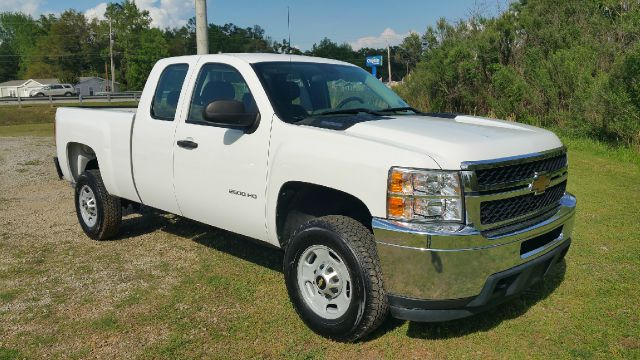 2011 CHEVROLET SILVERADO 2500HD 4X2 4DR EXTENDED CAB SB white this truck is a big boy toy 2500