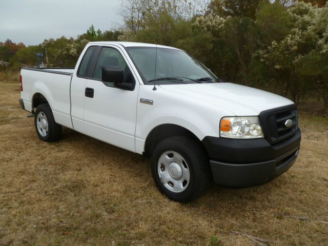 2007 FORD F150 XL 2WD white this is a great looking truck at a great price fleet preowned with a