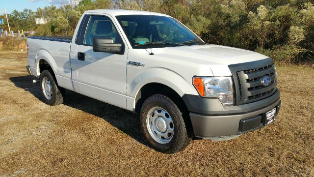 2011 FORD F-150 XL 4X2 2DR REG CAB 65 FT SB white this truck is like new without the new price