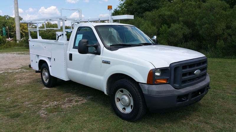 2005 FORD F250 XL SERVICE TRUCK 2DR 2WD white really nice knapheide body with top boxes 2 ladde