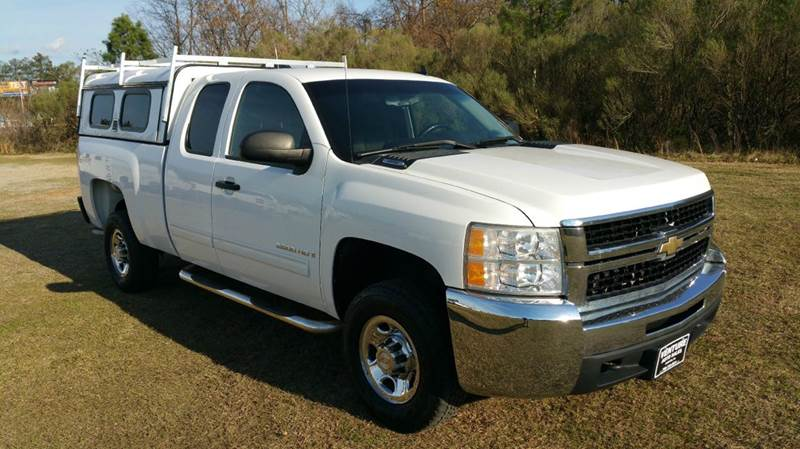 2009 CHEVROLET SILVERADO 2500HD LT 4X4 4DR EXTENDED CAB SB white looking for a chevy 2500 extende