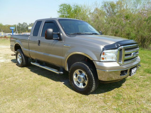 2005 FORD F250 LARIAT SUPERCAB 4WD SHORT BED metallic gold this truck has got the look extra cle